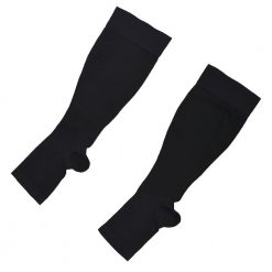 Отворени предпазни компресивни чорапи при пътуване